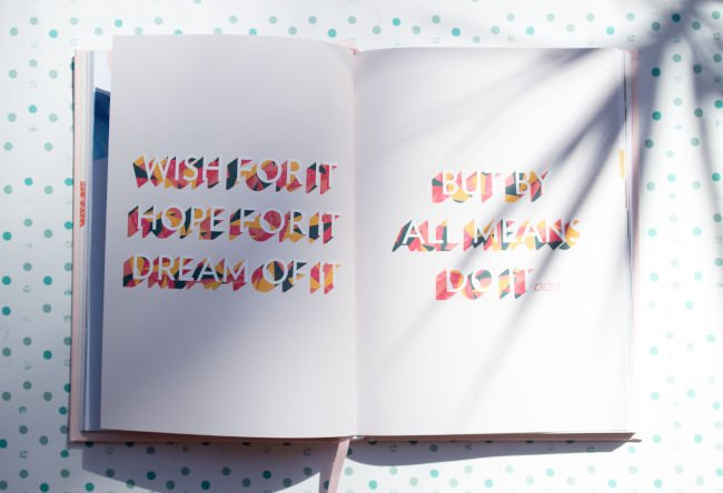 typography trends shadows
